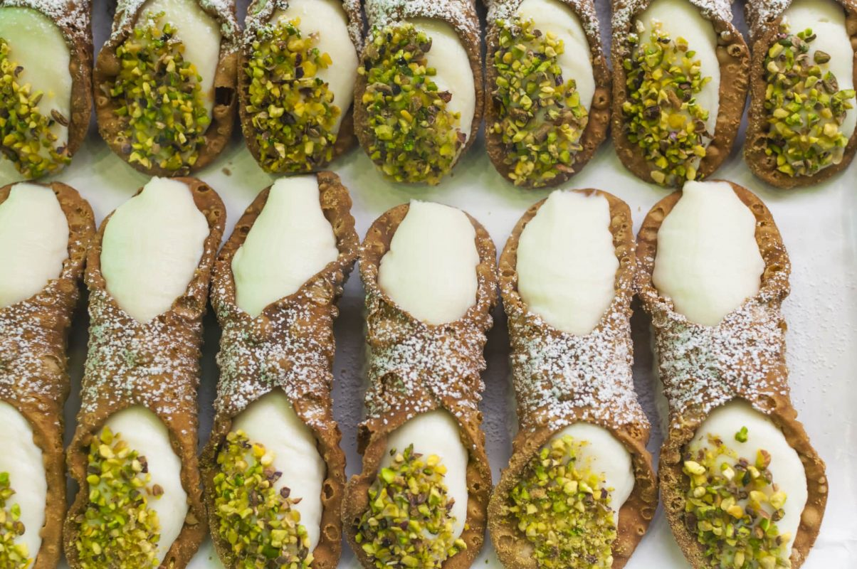Authentic Italian cannoli recipe that will leave you mesmerized.